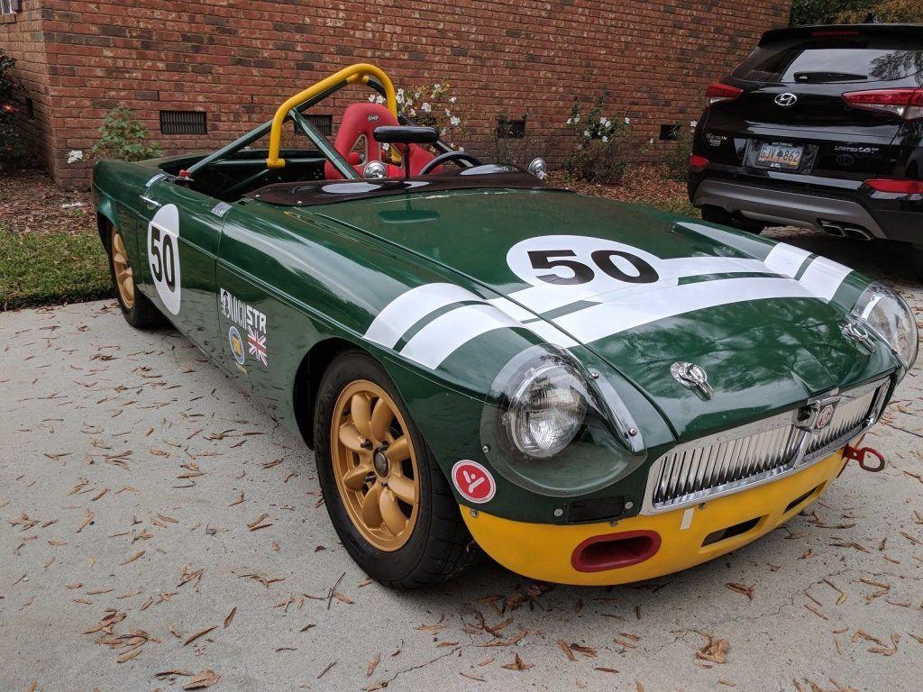 NICE 1965 MGB Roadster